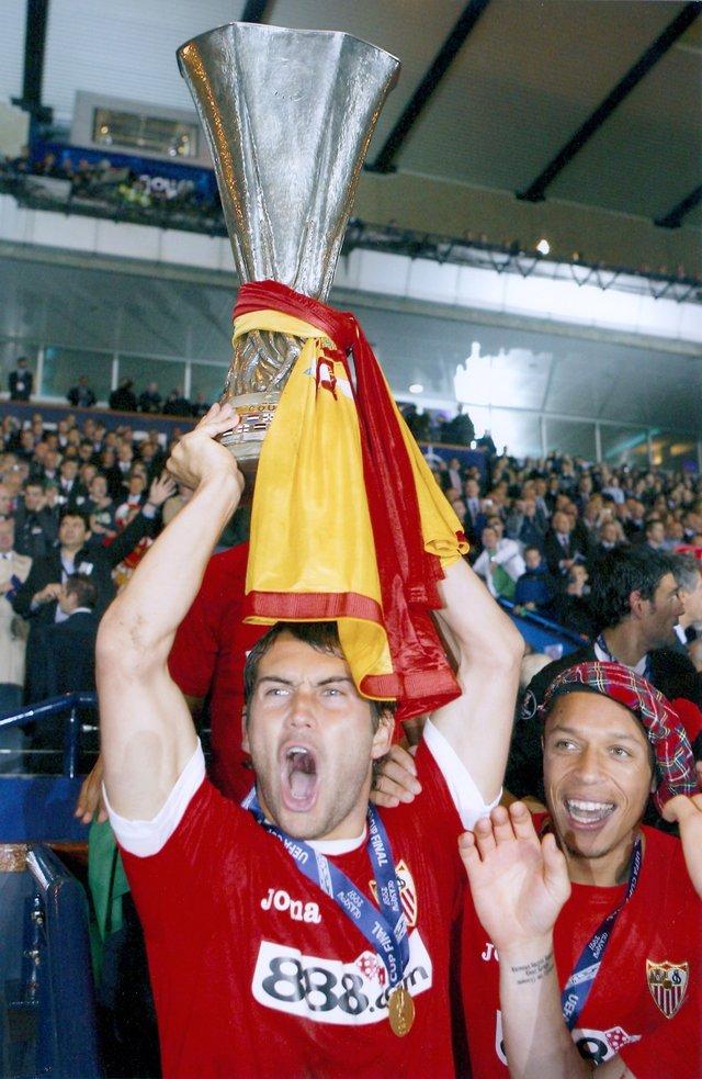 legioner.kulichki.com/photo/kerzhakov_sevilla_uefa_cup.jpg